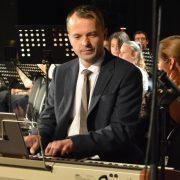 zongoratanár